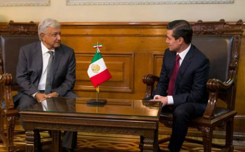 Al ser cuestionado sobre Donald Trump, AMLO adelantó, sin definir fecha, que el secretario de Estado, Mike Pompeo, visitará México en una fecha aún por definir. (Twitter)