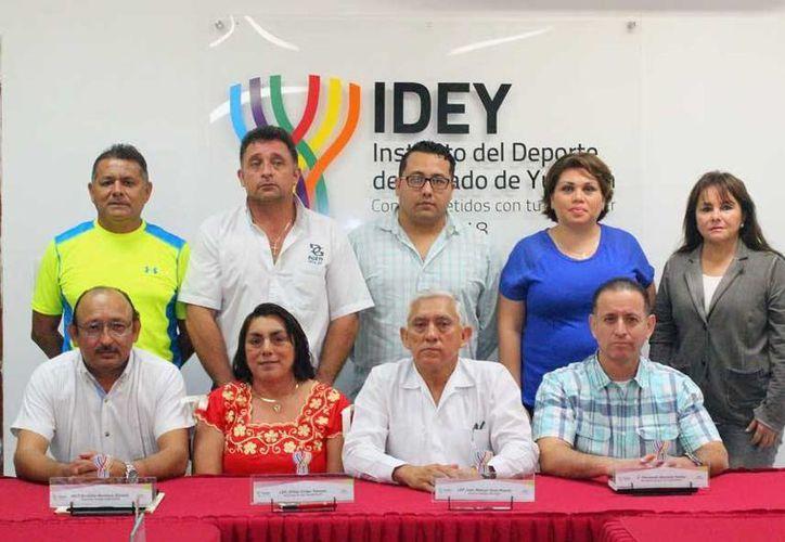 La ceremonia se llevó a cabo en la sala de juntas del IDEY, donde se presentó la convocatoria de la eliminatoria de la fase estatal de los juegos nacionales.(Milenio Novedades)
