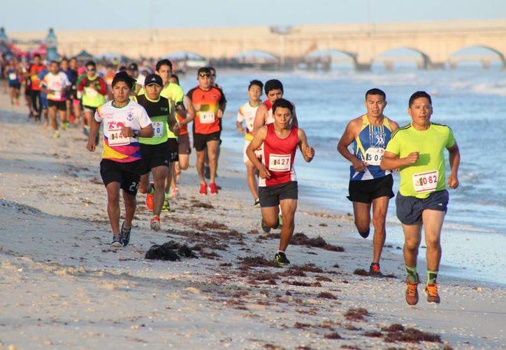 La competencia de 10 kms se llevó a cabo el pasado sábado, a partir de las 7:00 am, en el Puerto de Progreso.(Milenio Novedades)