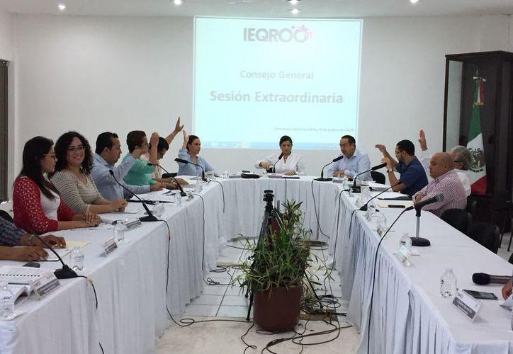 Los aspirantes que califiquen a candidatos independientes sólo recibirán 165 mil pesos. (Israel Leal/ SIPSE)