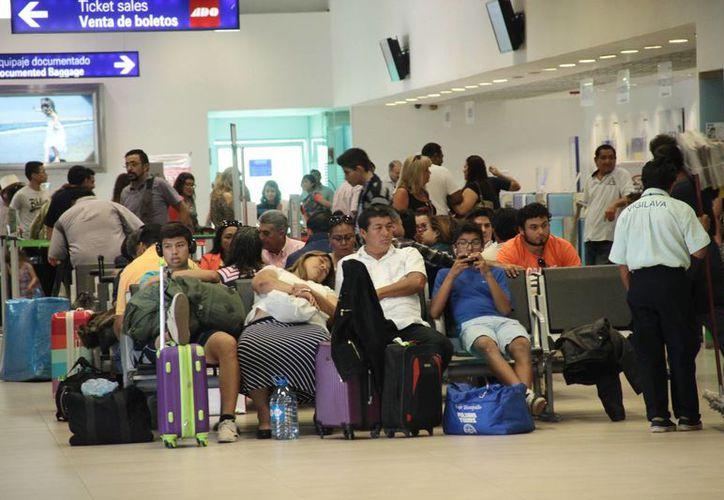 El aeropuerto de Mérida registra intensa actividad estos días, sobre todo debido a las festividades por el Día de Muertos. (SIPSE)