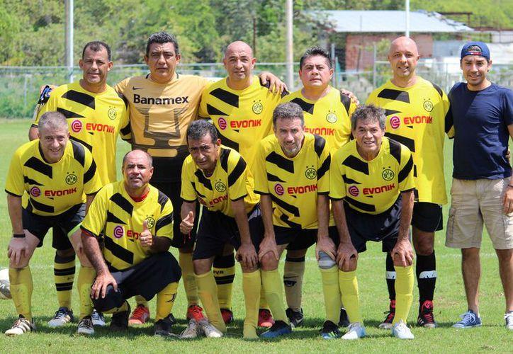 Los jugadores del IMSS consumaron la goliza en los minutos finales del encuentro. (Ángel Villegas/SIPSE)