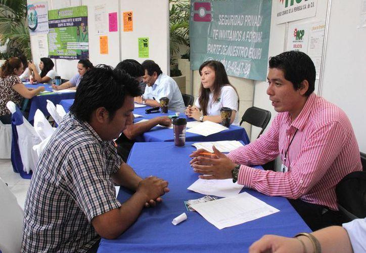 Este martes se realizó la primera jornada de la Feria Juvenil del Empleo 2015. Mañana concluye. (SIPSE)
