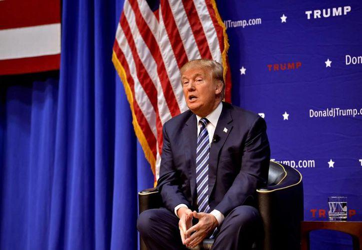 El candidato presidencial republicano Donald Trump habla durante una reunión en el ayuntamiento en el Ben Johnson Arena en el campus de Wofford College, Viernes, 20 de noviembre 2015 , en Spartanburg , Carolina del Sur (AP Photo/Richard Shiro)