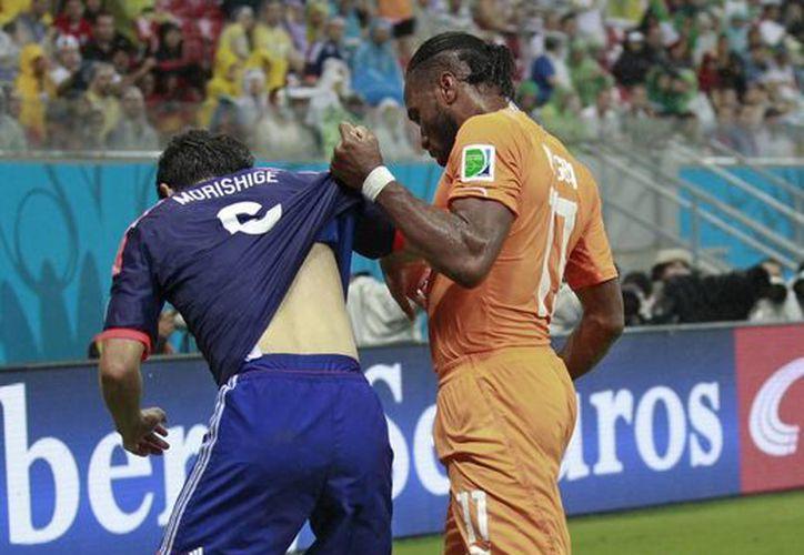 El exdelantero del Chelsea le cambió la cara a Costa de Marfil. (Foto: AP)