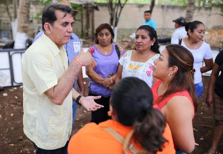 Miguel Ramón Martín Azueta ofreció certeza jurídica a las familias. (Redacción/SIPSE)