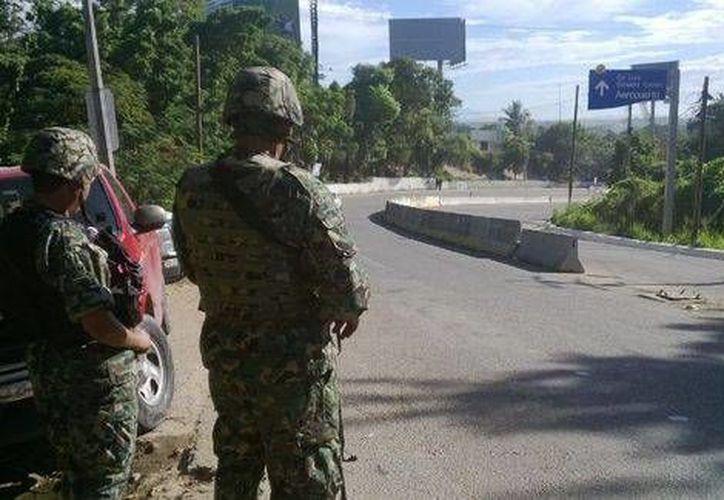 Los filtros de seguridad fueron instalados en las principales vialidades de Acapulco por policías federales, elementos del Ejército y de la Marina. (Milenio)