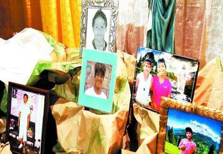 Fotografías de las víctimas sobresalen en sus viviendas. (Milenio)