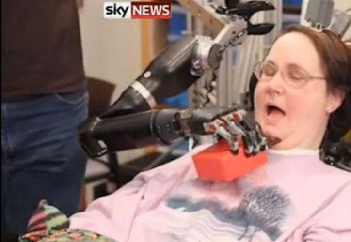 Jan Schüermann está paralizada del cuello para abajo. (Youtube)