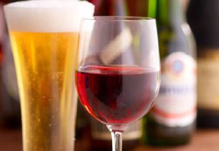 Una copa de vino se te va a la cabeza más rápido que una cerveza. (Contexto/Internet)