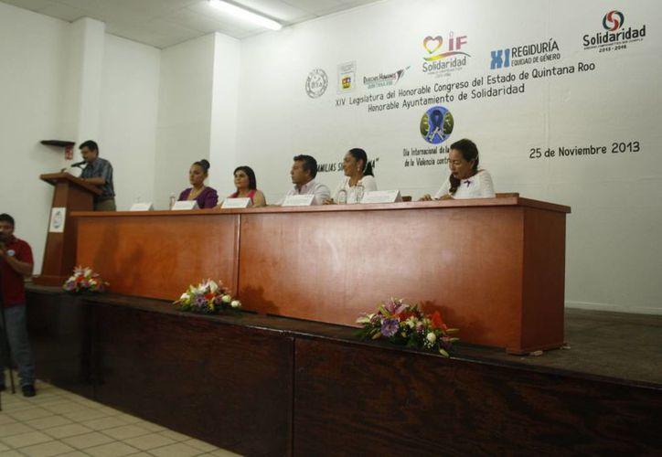 Celebran el Día Internacional de la Eliminación de la Violencia Contra la Mujer. (Loana Segovia/SIPSE)