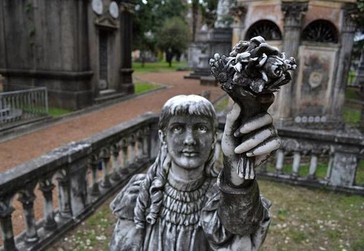 En los cementerios públicos de Uruguay los fallecidos permanecen en la tumba por períodos de varios años que varían según los municipios. (descubriendouruguay.com)