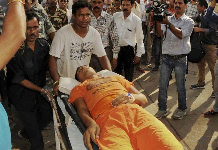 La estampida humana en la India dejó unos 50 heridos y varios muertos. (Agencias)