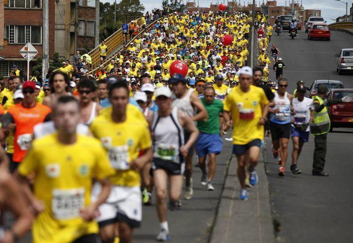 Cientos de atletas, amateurs y profesionales, participaron en la competencia. (Agencias)
