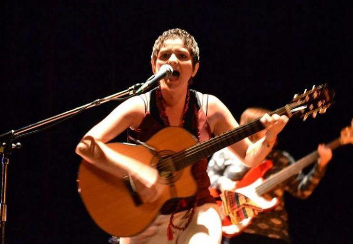 La cantante María Moctezuma ofrecerá un concierto 'unplugged', en el cual hará un recorrido por temas de sus diferentes producciones discográficas. (Milenio Novedades)
