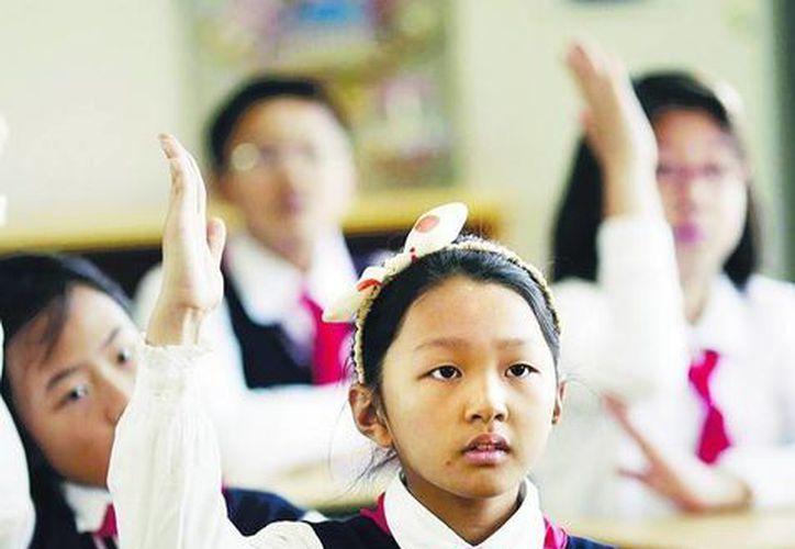 En Shanghai, en cambio, a los alumnos de diversas escuelas primarias se les pidió no usar sus uniformes. (clarin.com)