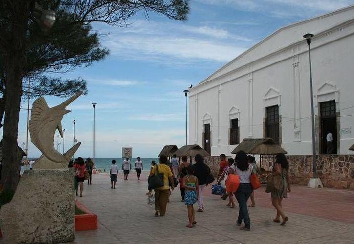 Según la Conagua, además de clima 'templado', se espera que se registre oleaje elevado de 2 a 3 metros de altura en alta mar. (SIPSE)