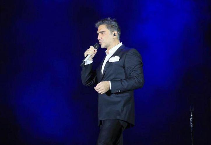El concierto de Alejandro Fernández programado para esta noche, en Guadalajara, se pospone para el 27 de octubre debido a la llegada del huracán 'Patricia'. (Notimex)