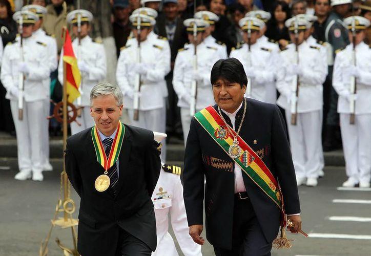Imagen del presidente boliviano, Evo Morales (d), junto al vicepresidente, Álvaro García Linera. (EFE)