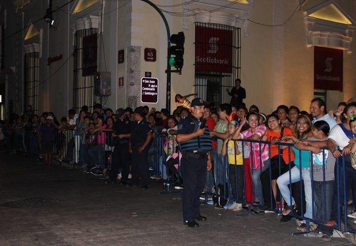 Los miles de asistentes al Carnaval meridano se han comportado con mucho orden en general. (Foto: cortesía)