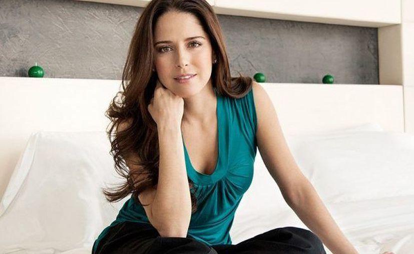 La actriz cancunense Ana Claudia Talancón anunció que pronto montará una exposición de sus esculturas en su ciudad natal. (Internet)