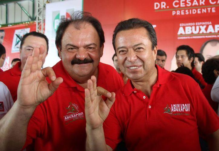 Eduardo Espinosa Abuxapqui y César Camacho Quiróz, ayer en un acto proselitista. (Harold Alcocer/SIPSE)
