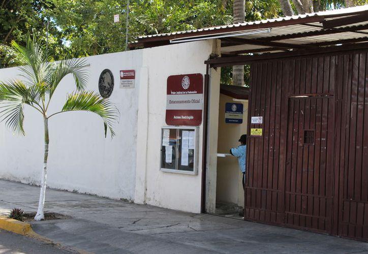 Gabriel Carballo Tadeo junto con otros cuatro ex servidores públicos enfrentan tres denuncias penales presentadas por la Aseqroo. (Joel Zamora/SIPSE)