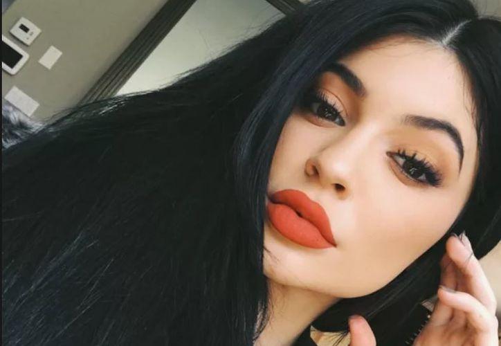 Los accesorios de maquillaje de Kylie Jenner, cuestan 360 dólares. (Foto: Contexto)