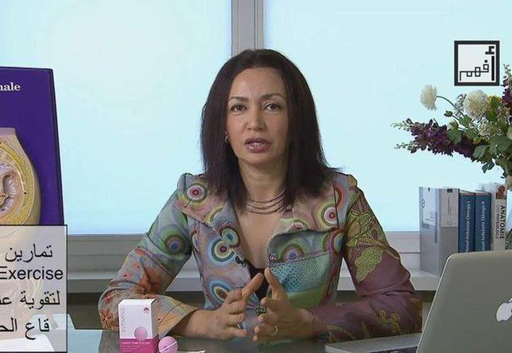 Fotografía capturada de la web Afham.tv, de la doctora egipcia residente en Zurich Alyaa Gad. (EFE)