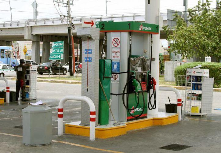 Según la Profeco, se desconoce el número de gasolineras denunciadas por los usuarios, debido a que éstas pueden ocultar su información jurídica.  (Adrián Monroy/SIPSE)