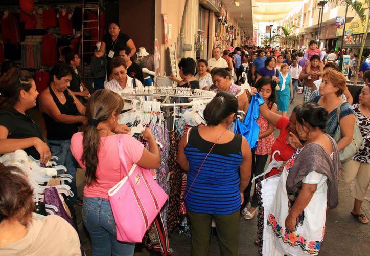 La afluencia de compradores  en el segundo día del programa aumento en forma considerable. (SIPSE)