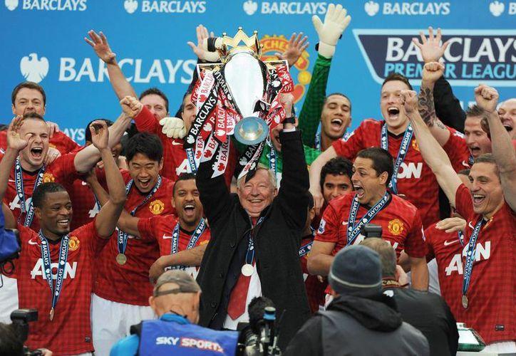 Alex Ferguson se sentó por última vez en el banquillo del recinto del Manchester United. (EFE)