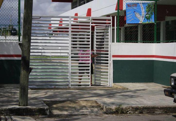 El número de escuelas que imparten clases en Othón P. Blanco continúa siendo mínimo. (Archivo/SIPSE)