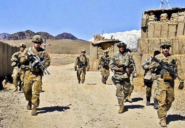 Soldados estadounidenses se disponen a realizar controles de seguridad cerca de la frontera de Pakistán, en la provincia afgana de Paktiya, el 29 de febrero de 2012. (www.defense.gov vía www.actualidad.rt.com)