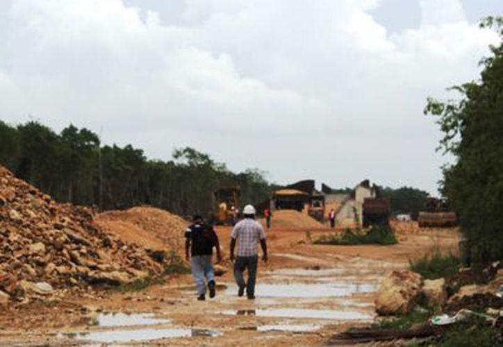 Hasta el momento no hay ningún tramo de la carretera terminado, sin embargo, se asegura que este contratiempo estaba previsto. (Juan Cano/SIPSE)