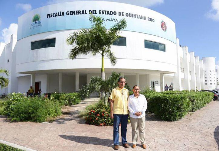 La alcaldesa y el síndico municipal presentaron las denuncias ante la Fiscalía General del estado. (Foto: Redacción)