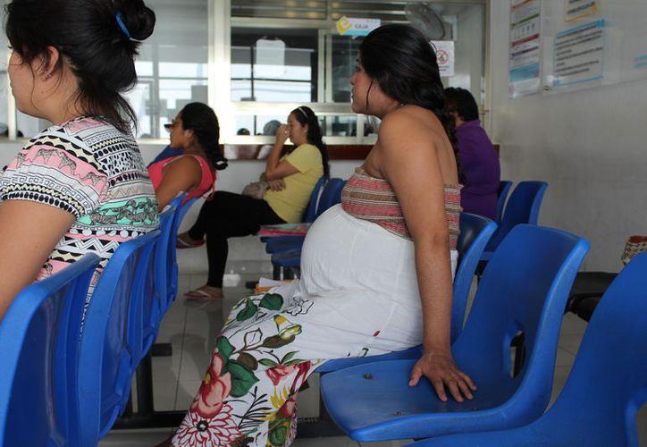 La Secretaría de Salud trabaja para reforzar las estrategias de atención que lleven a disminuir los fallecimientos de mujeres. (Joel Zamora/SIPSE)