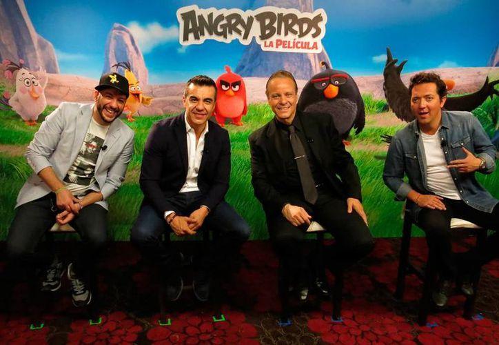 Los actores, Faisy Omar, Adrián Uribe, Ruben Cerda y Rafael Basaldúa mejor conocido como Bazooka Joe posan para el retrato. (AP)
