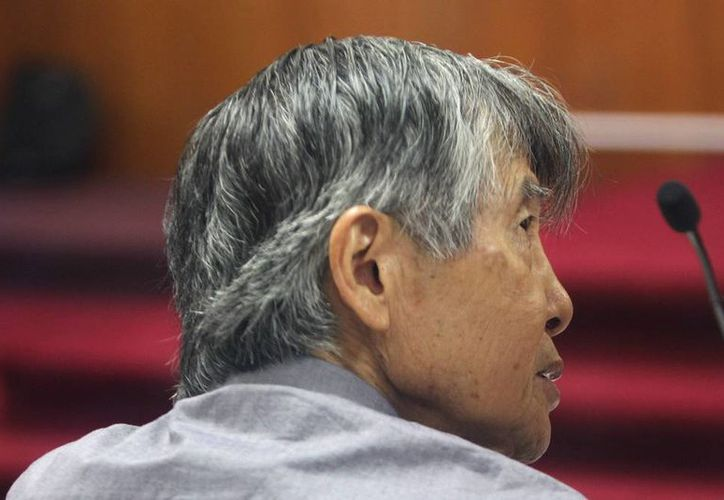 El expresidente peruano Alberto Fujimori asiste al juicio que se le sigue por la compra de la línea editorial de diarios sensacionalistas durante la campaña a la reelección del año 2000 en Lima, Perú. (EFE)