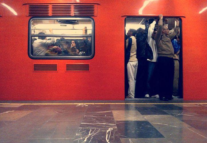 La línea 3 del Metro, que va de Universidad a Indios Verdes, es una de las que presenta mayor aglomeraciones, las cuales pretenden ser aliviadas con la nueva tarifa de 5 pesos por viaje. (Archivo/Notimex)