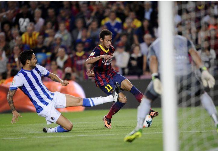 Neymar confesó que su gol no fue bonito porque simplemente se debió a un error entre dos rivales. (Agencias)