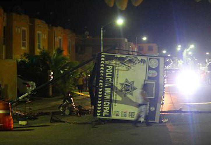 La caseta de policia fue atacada a balazos en Playa del Carmen el pasado 6 de agosto. (Foto: Sipse)
