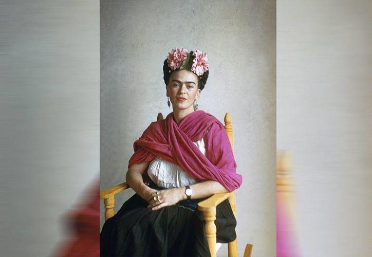 Personajes como la pintora mexicana Frida Kahlo o la cantante Lila Downs se han encargado de promover y enseñar al mundo la cultura del rebozo. (EFE)