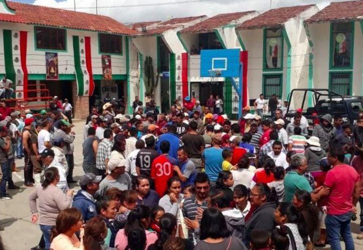 Los pobladores del lugar presuntamente acusaron a los agredidos de ser secuestradores. (Noticieros Televisa)