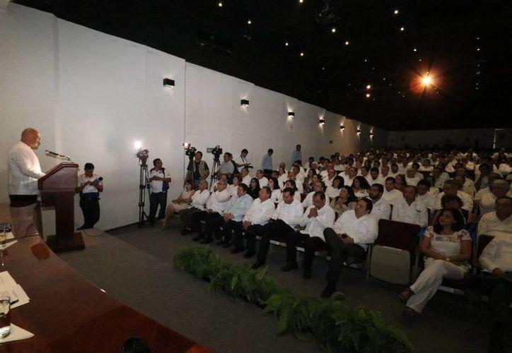 La Uady conmemoró este sábado su 95 aniversario. El rector, José de Jesús Williams, presentó un informe de actividades. (Cortesía)