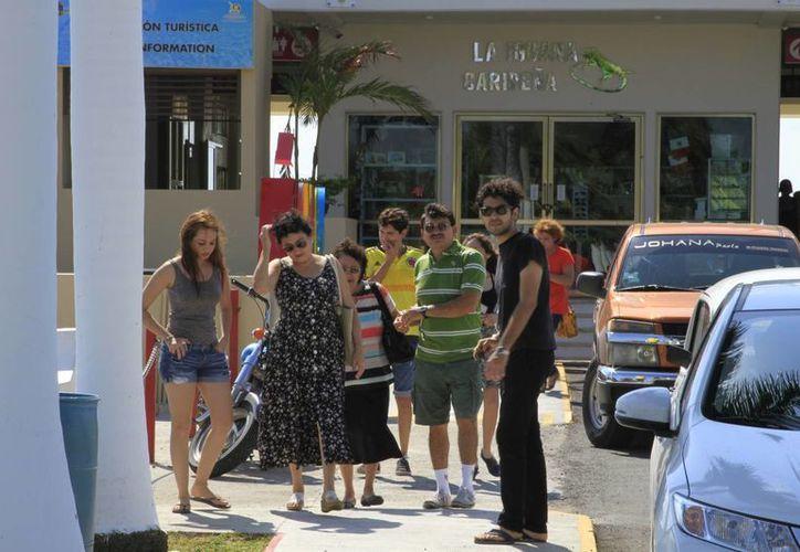 Un beliceño gasta 600 pesos por día en alimentos y compras, aunado a los gastos por hospedaje y diversión. (Ángel Castilla/SIPSE)