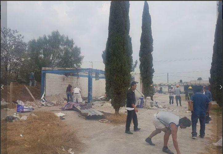 La explosión de un polvorín en Tultepec cobró la vida de dos personas; autoridades están en el lugar. (Foto: Twitter)