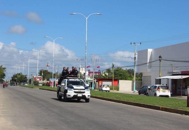 En la capital del estado aún se pueden ver patrullas de las fuerzas policíacas.  /Eddy Bonilla/ SIPSE)
