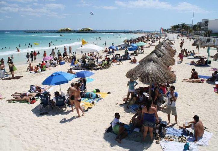 Autoridades realizan la limpieza de las playas para recibir a los bañistas en este temporada de Semana Santa. (SIPSE)