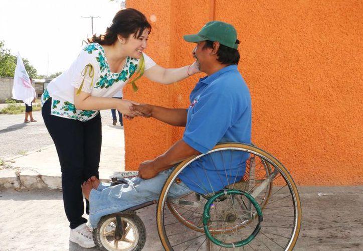 Celia Rivas ofrece trabajar a favor de las personas con discapacidad. (SIPSE)